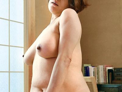 松浦やち代48歳 豊満爆乳デカ乳首『初撮り人妻ドキュメント』