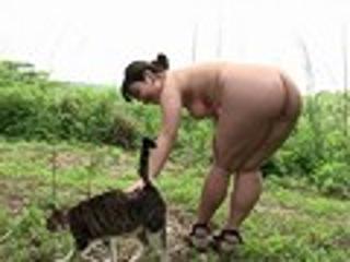 あやか「いいなり肉ペットあやかちゃん初めての野外パイパン調教」DMM.R18