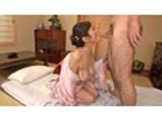 金森なつみ「ノーパン熟女仲居がおもてなししてくれる生ナカ本番ありの温泉旅館」DMM.R18