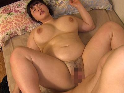 白石ももか 20歳 Iカップ スライム超乳の女子大生!?『豊満ボイン妻 肉欲中出し性活 白石ももか』