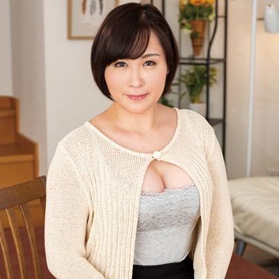 榊 36歳 偽乳!?パイパン豊満美熟女『ヌード撮影だけのはずが… アニメ声の豊満熟女コスプレイヤー』