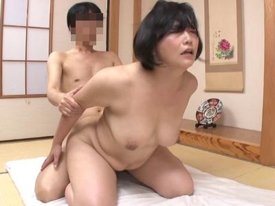 豊川むつみ48歳 騎乗位で腰振り、重量ある巨乳が弾む!『初撮り人妻ドキュメント』