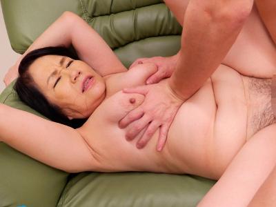 宮前奈美 63歳 垂れ乳の還暦母の近親相姦!「息子の硬い肉棒に堕ちた母」