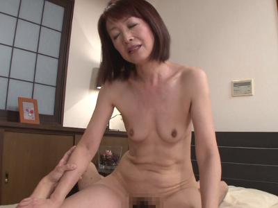 小野さゆり54歳 貧乳美熟女『初撮り五十路妻ドキュメント』