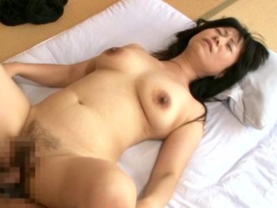 和田百美花53歳 垂れ爆乳に黒いデカ乳輪『五十路の母に膣(なか)出し』