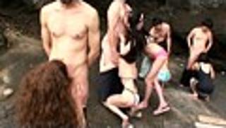 「センタービレッジのズコバコ海水浴 青姦ツアー」