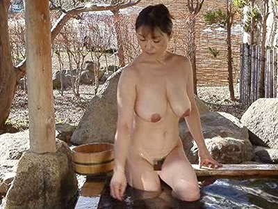 時田こずえ 垂れ爆乳美熟女のオナニ~『激安!100円でもヌケる 母子交尾』