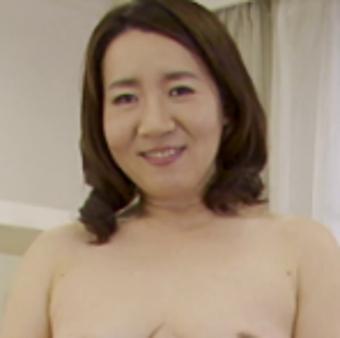 新倉まさみ51歳 長過ぎる黒乳首ぽちゃ熟女 『初撮り五十路妻ドキュメント』