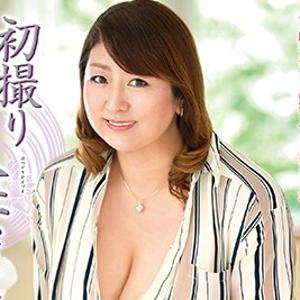 加賀美涼子45歳 性欲ヤバい!すべてがデカいエロボディ!!『初撮り人妻ドキュメント』